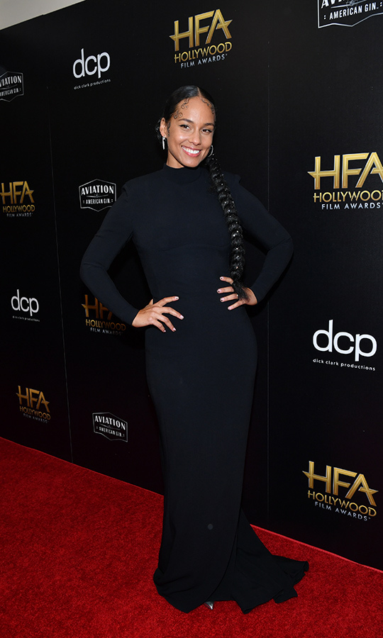 "<strong><a href=""/tags/0/alicia-keys"">Alicia Keys</a></strong> looked beautiful in a long black dress with long sleeves. 