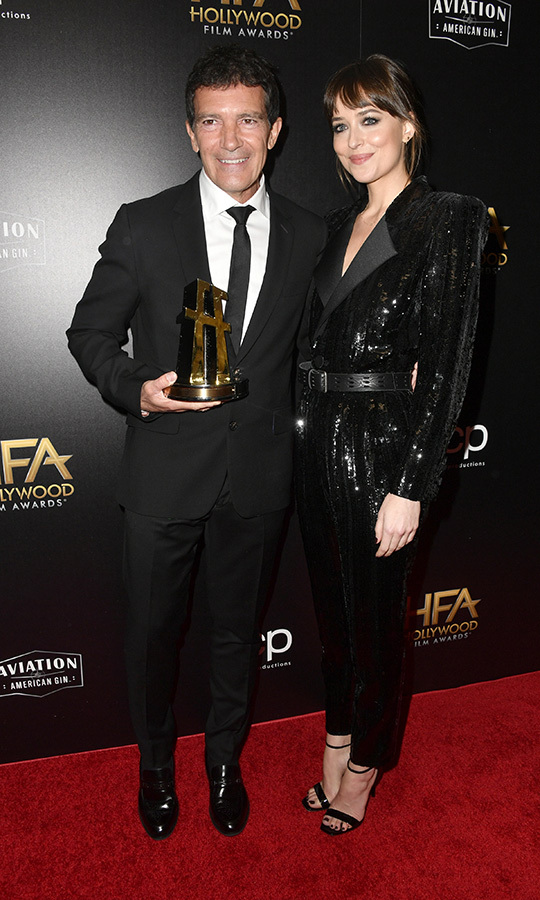 She also had a sweet moment with her stepdad Antonio as they posed with his award, which she presented him with herself! 