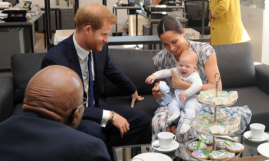 While they were inside the headquarters of the Desmond Tutu Legacy Foundation, Archie continued to delight everyone, giggling and bouncing up and down in Meghan's lap. He was wearing the cutest pair of overalls, and looked just like his dad at a similar age! 