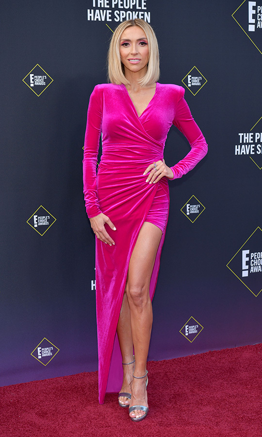 "<strong><a href=""/tags/0/giuliana-rancic"">Giuliana Rancic</a></strong> chose a fuschia velvet number.