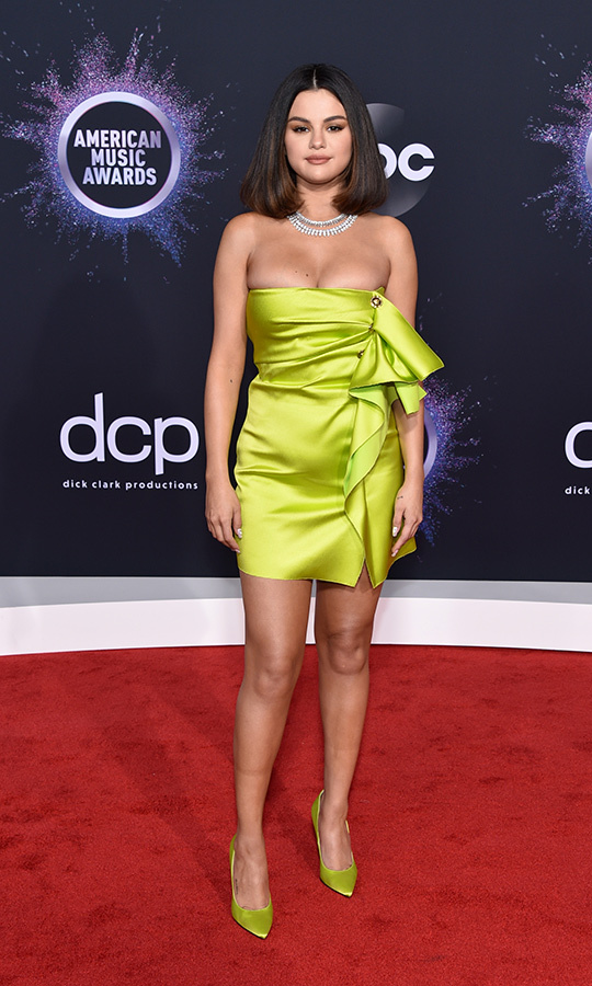 "<strong><A href=""/tags/0/selena-gomez"">Selena Gomez</a></strong> chose a neon green dress with a diamond necklace for her first red carpet appearance of the year, and she looked incredible!