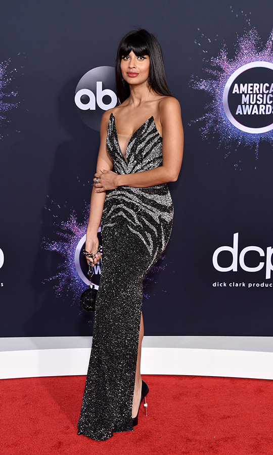 "<strong><a href=""/tags/0/jameela-jamil"">Jameela Jamil</a></strong> looked stunning in a black-and-gold shimmering dress by <strong>Pamella Roland</strong>.