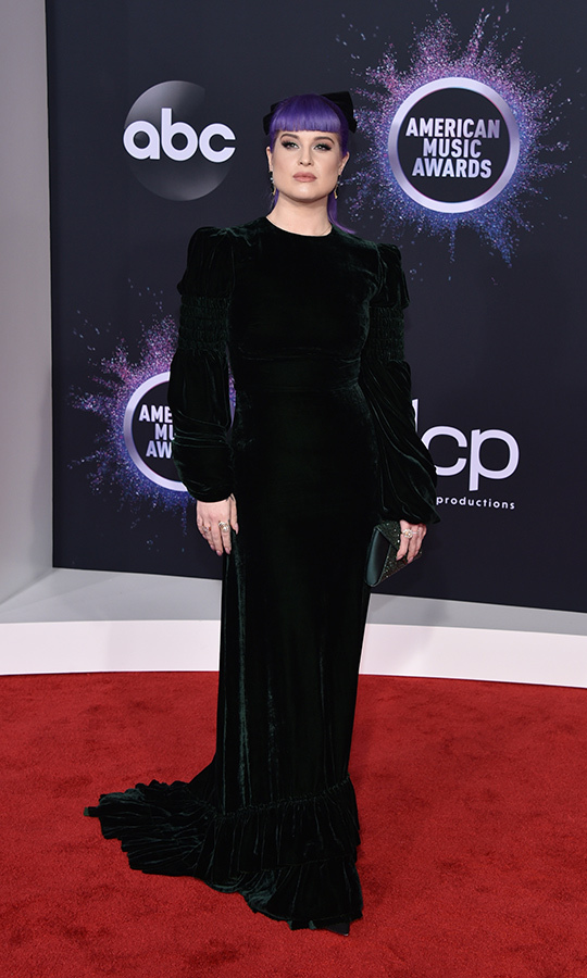 "Va-va-va-voom! <strong><a href=""/tags/0/kelly-osbourne"">Kelly Osbourne</a></strong> looked classically beautiful and punk at the same time with this stunning green velvet dress. 
