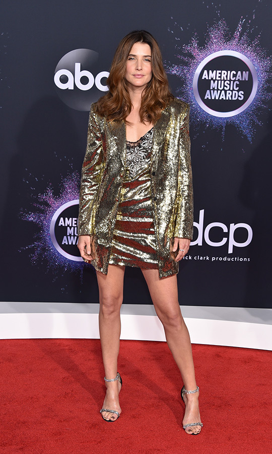 "Smouldering Cobie! <i>Avengers</i> star <strong><a href=""/tags/0/cobie-smulders"">Cobie Smulders</a></strong> looked gorgeous in this shimmering mini-dress and matching blazer. 