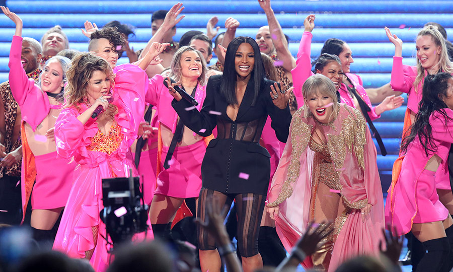 "At the end of her set, Taylor jumped up on stage, and was joined by <a href=""/tags/0/ciara"">Ciara</a></strong>.