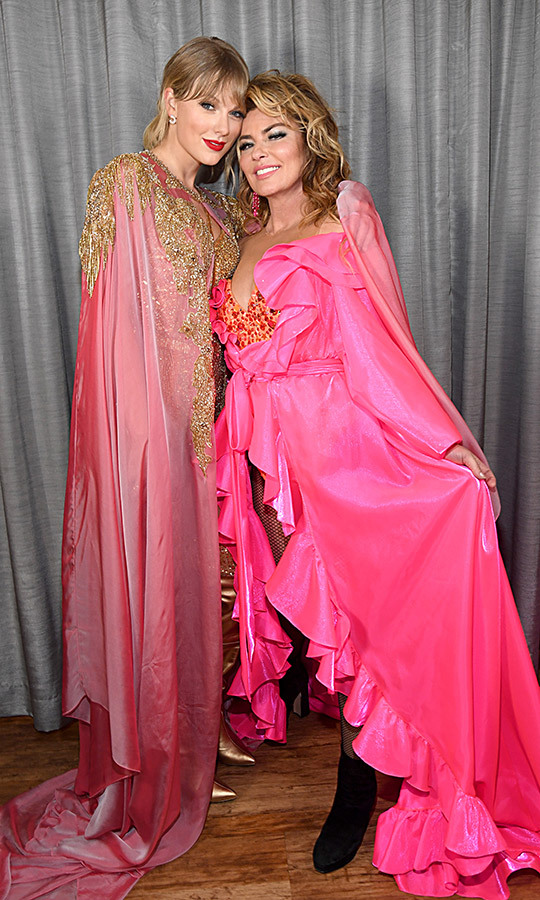 Taylor, who was wearing a pink cape of her own, posed with her hero backstage. 