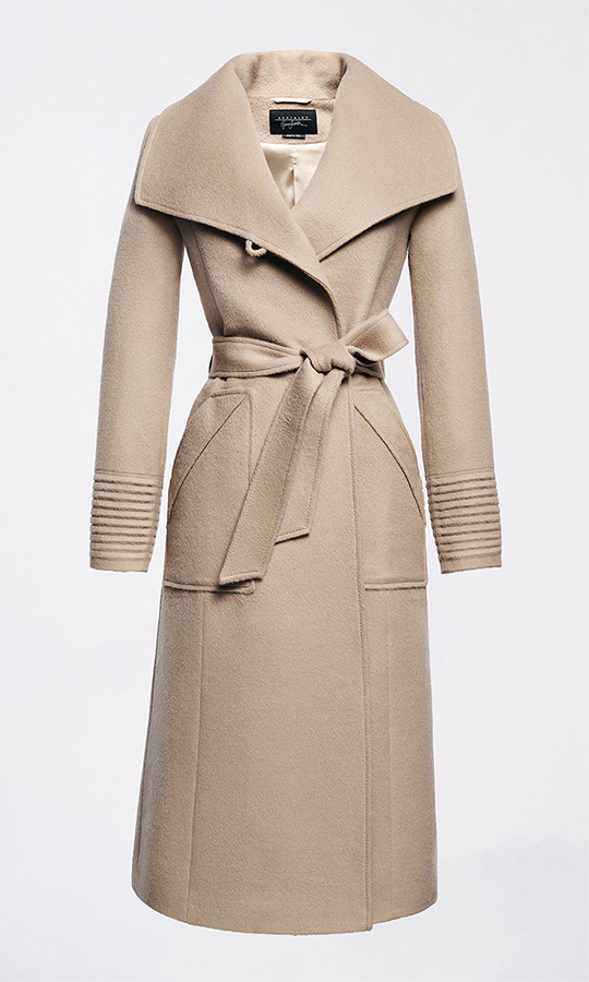 Meghan caused a huge run on <strong><a href=/tags/0/sentaler>Sentaler</a></strong>'s website after she wore their Long Wide Collar Wrap Coat to Sandringham on her first royal Christmas in 2017, and it's easy to see why! It's a timeless, stylish classic that looks good during the holidays and all winter long. 