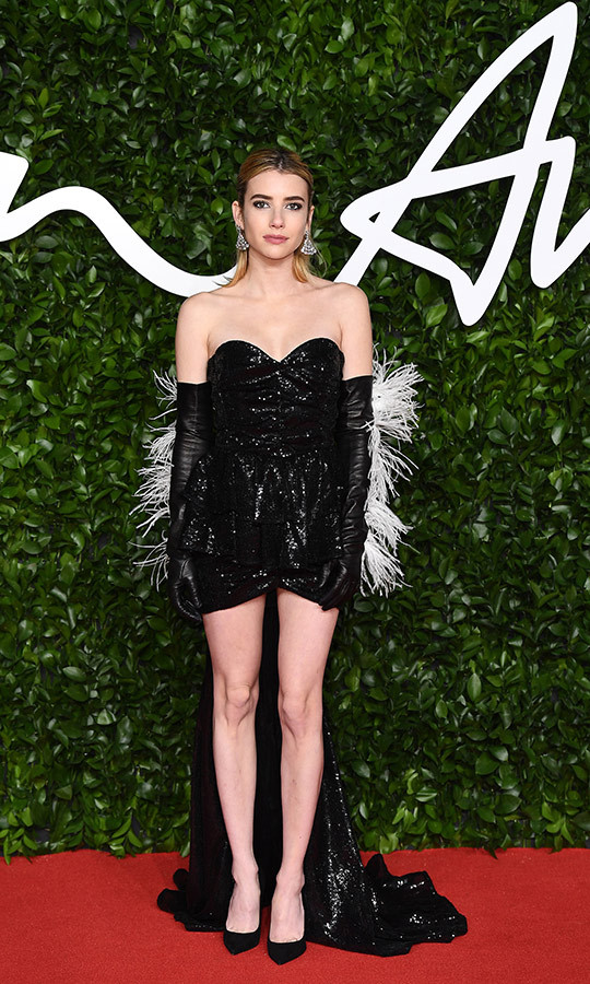 <strong><a href=/tags/0/emma-roberts>Emma Roberts</a></strong> wore a black sequinned mini-gown with a long train, which she accessorized with black gloves covered in white fringes that resembled feathers.