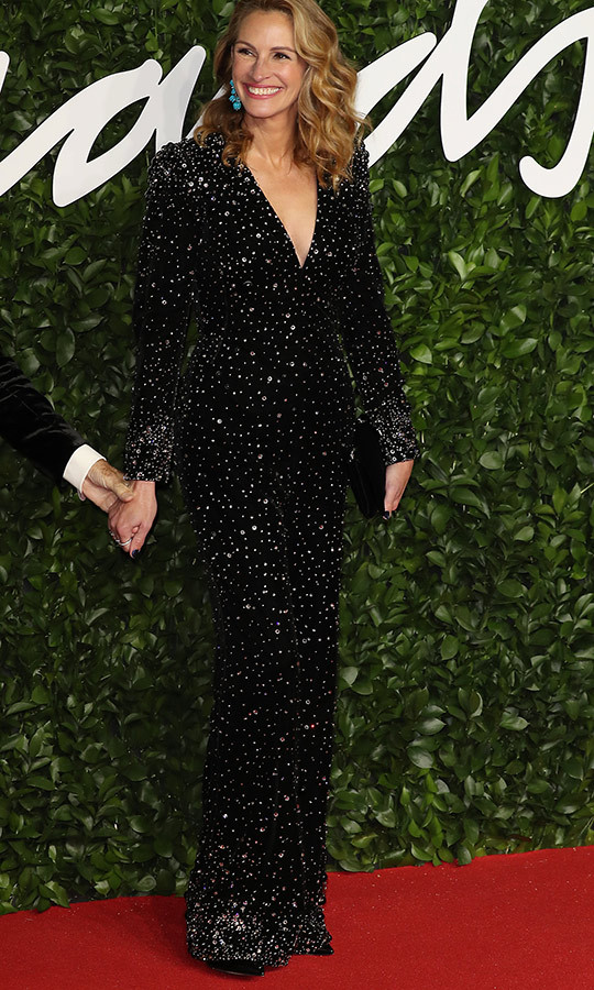 <strong><a href=/tags/0/julia-roberts>Julia Roberts</a></strong> shimmered like the massive star she is! Wes love this sequinned gown!