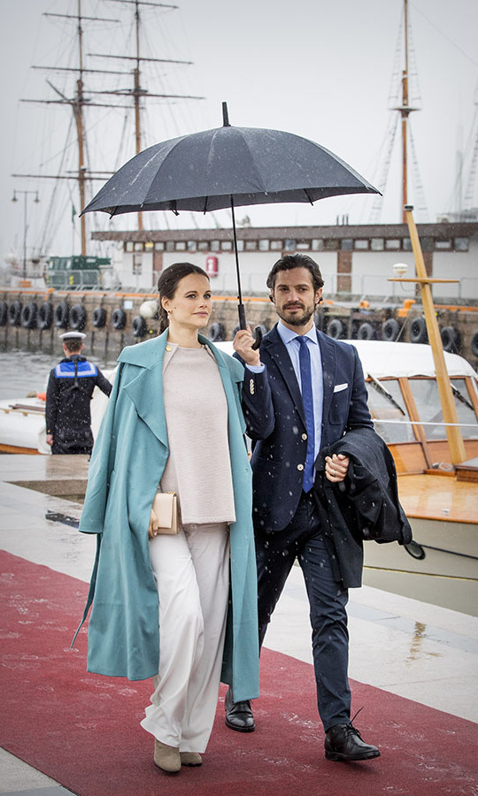 There's no need to dress in gray colours on account of poor weather. Princess Sofia brightened up the day with a longline teal coat over beige separates as she attended a lunch on the Royal yacht, Norge, during the celebration of King Harald and Queen Sonja of Norway's 80th birthdays on May 10, 2017.<p>Photo: © Patrick van Katwijk/Getty Images
