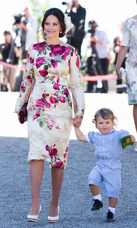 "Princess Sofia of Sweden and <strong><a href=""https://ca.hellomagazine.com/tags/0/prince-alexander/"">Prince Alexander of Sweden</a></strong> made for an adorable — and stylish — duo at the christening of <strong><a href=""https://ca.hellomagazine.com/tags/0/princess-adrienne"">Princess Adrienne</a></strong>  at Drottningholm Palace Chapel on June 8, 2018. Sofia was blooming beauty with her patterned dress and petal-like hair piece.<p>Photo: © Samir Hussein/Samir Hussein/WireImage"