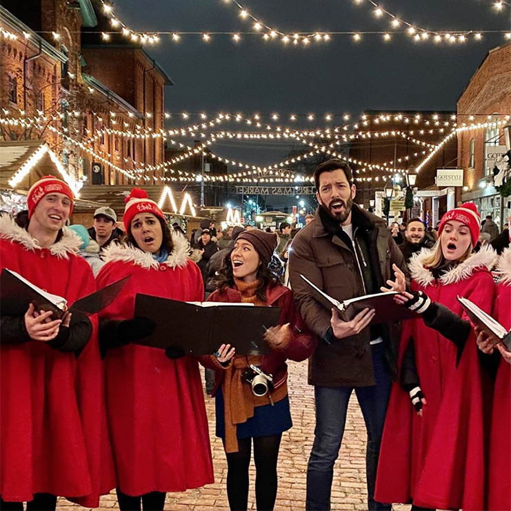 "<h2>Drew Scott</h2><p>The <em>Property Brothers</em> star spread good tidings with some Christmas carols, cider and hot cocoa with wife <a href=""https://ca.hellomagazine.com/tags/0/linda-phan""><strong>Linda Phan</strong></a> in Toronto's Distillery District.<p>Photo: © Instagram/mrdrewscott"