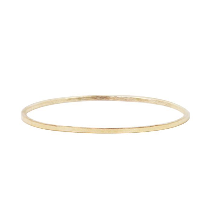"The <a href=""https://ca.hellomagazine.com/tags/0/catbird"" target=""_blank""><strong>Catbird</strong></a> Threadbare Yellow Gold Ring is an extremely versatile piece of jewelry that can easily be added to anyone's current collection. The hammered, solid 14k gold ring is a favourite of Meghan's when she layers rings.