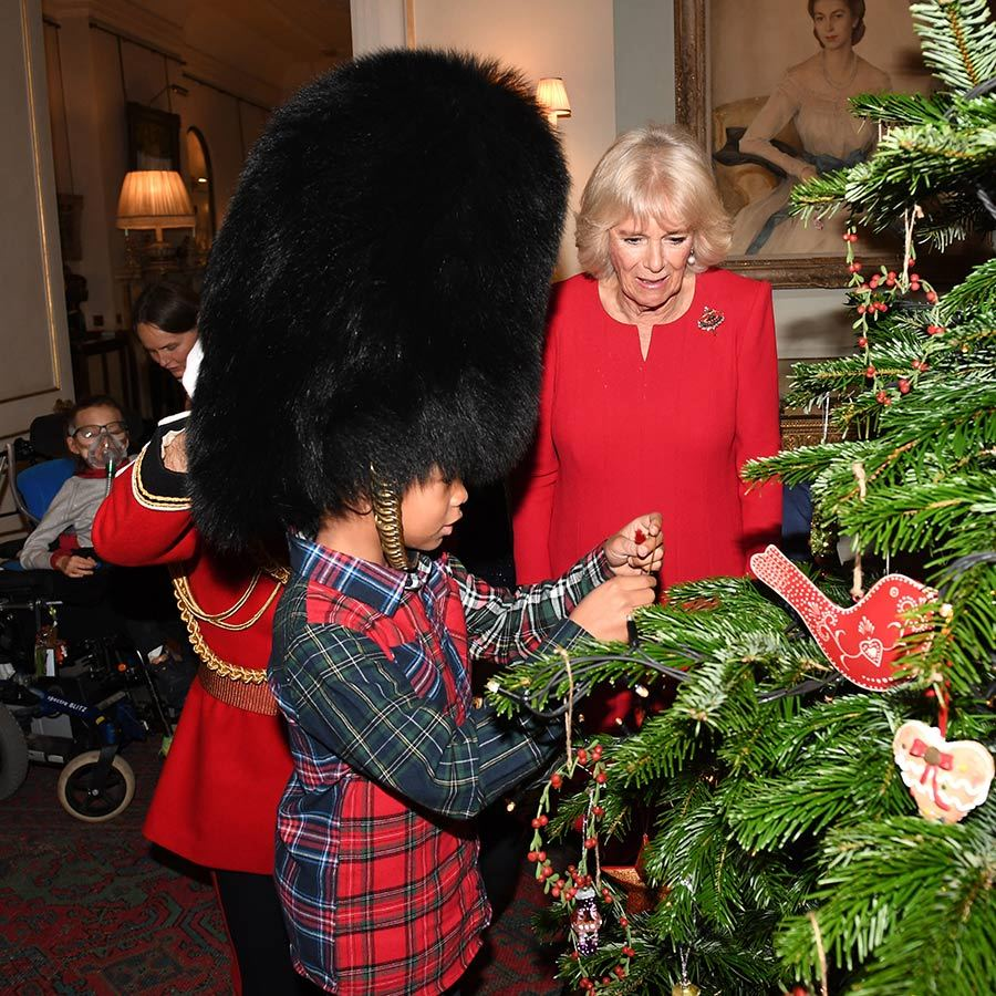 This adorable child came dressed in a very seasonally-appropriate plaid outfit and was even wearing a bearskin similar to those worn by the Queen's Guards!