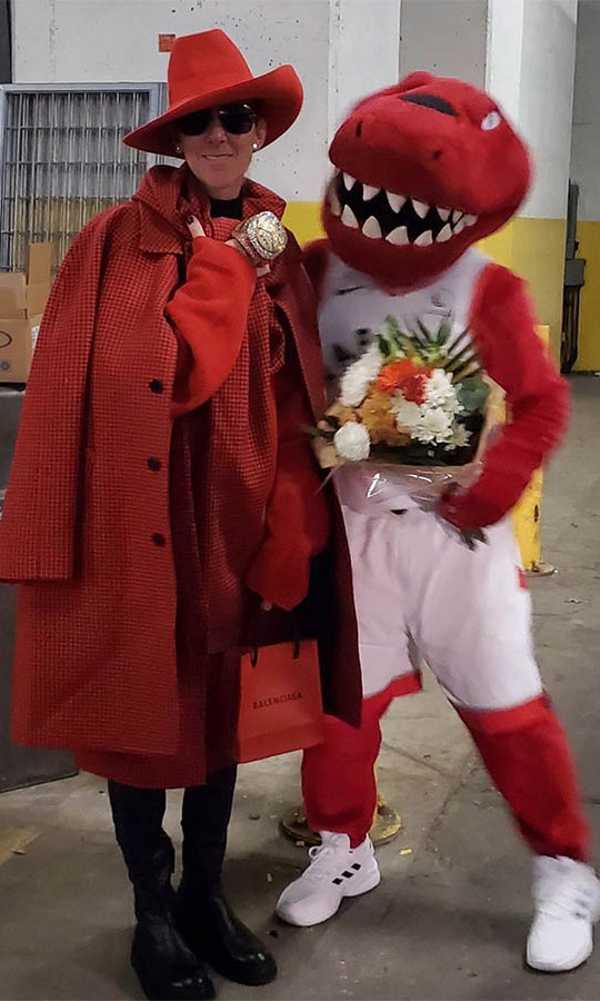 Céline might not have been wearing her Toronto Raptors jersey, but she was decked out in head-to-toe red <strong>Balenciaga </strong>and <strong>Brandon Maxwell</strong> as she struck a pose with the team's mascot while in the city. And she got to wear the Raptors' ring!</p><p>Photo: © Instagram/celinedion