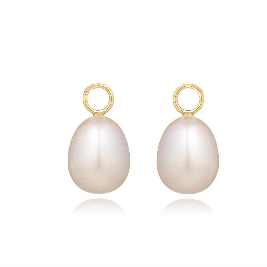 "Duchess Kate's <a href=""https://ca.hellomagazine.com/fashion/02018032343869/kate-middleton-favourite-pearl-earrings"" target=""_blank""><strong>Annoushka pearls</strong></a> are one of her favourites. These timeless and versatile earrings from the designer can be worn for years to come. And this particular style has been worn by Kate herself. They feature two specially selected white freshwater pearls suspended on 18-karat yellow gold rings. And the pearls are detachable!</p><p><a href=""https://www.annoushka.com/ca/18ct-gold-baroque-pearl-earring-drops-020354.html"" target=""_blank"">Annoushka</a>, $520</p><p>Screenshot via annoushka.com"