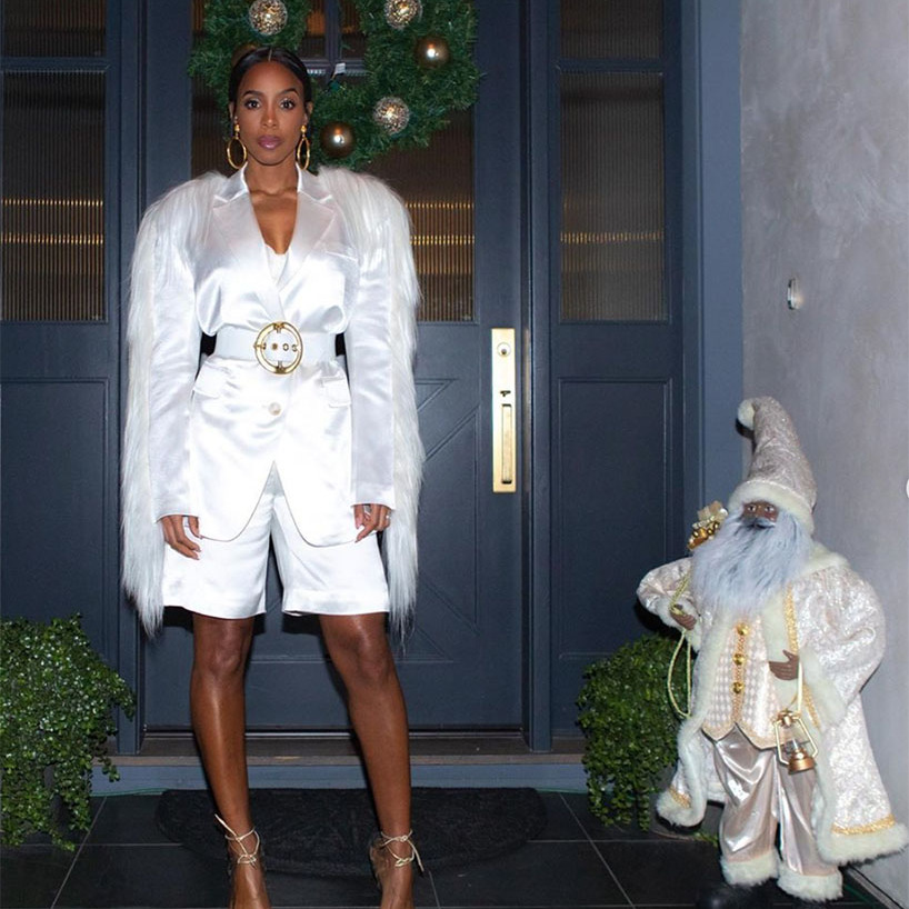 "<h2>Kelly Rowland</h2><p></p><strong><a href=""https://ca.hellomagazine.com/tags/0/kelly-rowland"" target=""_blank"">Kelly Rowland</a></strong> was in top festive form with her outfit and her Christmas decorations. Everything was perfectly coordinated!<p></p>Photo: © Instagram/kellyrowland"