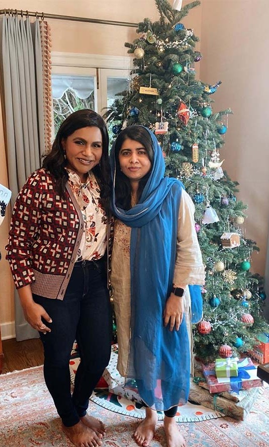 "<h2>Mindy Kaling</h2><p></p>The actress had <a href=""https://ca.hellomagazine.com/tags/0/malala-yousafzai/""><strong>Malala Yousafzai</strong></a> over for lunch and the two posed in front of a Christmas tree.<p></p>Photo: © Instagram/mindykaling"