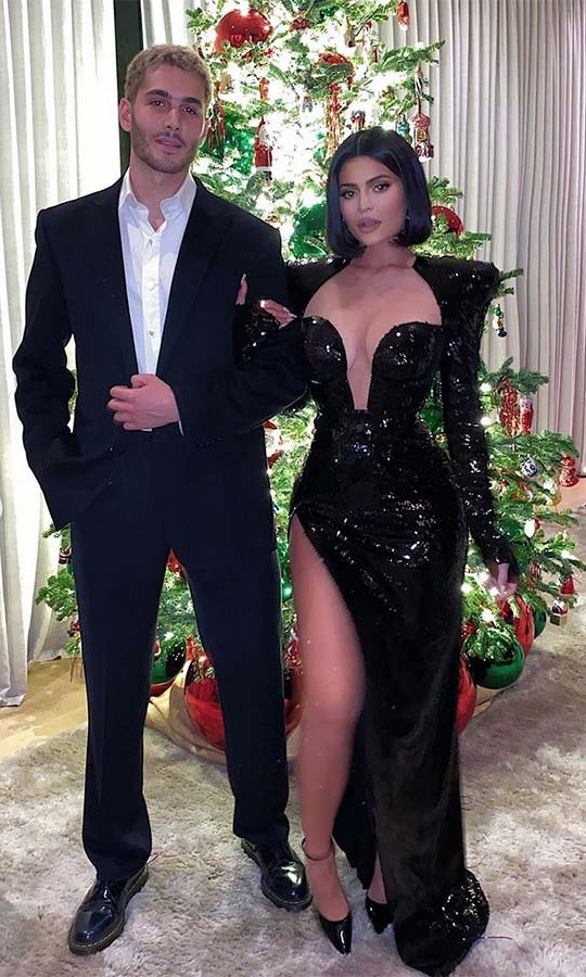 "<h2>Kylie Jenner</h2><p><a href=""https://ca.hellomagazine.com/tags/0/kylie-jenner"" target=""_blank""><strong>Kylie Jenner</strong></a>'s Christmas tree was as striking as her gown. 