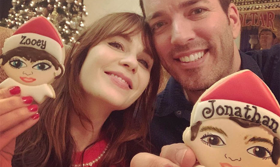 <h2>Jonathan Scott and Zooey Deschanel</h2><p>Those are some impressive decorating skills! The adorable couple posed with their Christmas cookie likenesses. How sweet!<p>Photo: © Instagram/mrsilverscott