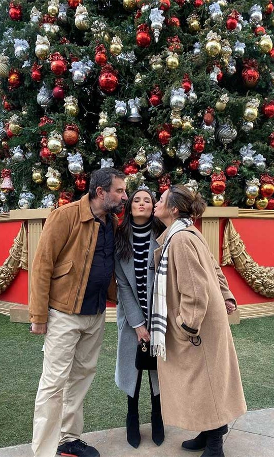 <h2>Nina Dobrev</h2><p></p>Sealed with a kiss! <strong>Nina Dobrev</strong> posed with her family under a massive Christmas tree. <p>Photo: © Instagram/nina