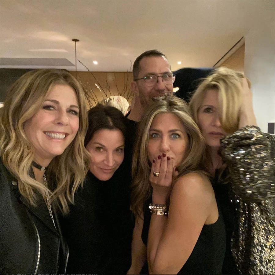 "<h2>Jennifer Aniston</h2><p></p><strong><a href=""https://ca.hellomagazine.com/tags/0/jennifer-aniston"">Jennifer Aniston</strong></a> posed with a few A-list friends, including <strong><a href=""https://ca.hellomagazine.com/tags/0/rita-wilson"">Rita Wilson</strong></a> and <strong><a href=""https://ca.hellomagazine.com/tags/0/laura-dern"">Laura Dern</strong></a>. She wrote, ""Say CHEESE!! Lotta love in that room Happy Holidays!""<p>Photo: © Instagram/jenniferaniston"