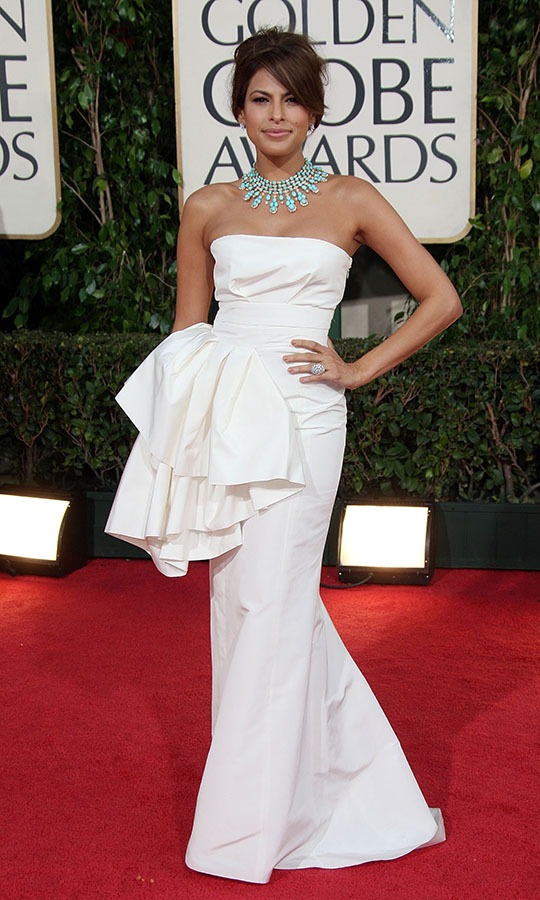 "<h2>Eva Mendes, 2009</h2><p><a href=""https://ca.hellomagazine.com/tags/0/eva-mendes"" target=""_blank""><strong>Eva Mendes</strong></a> popped on the red carpet in a white <a href=""https://ca.hellomagazine.com/tags/0/dior"" target=""_blank""><strong>Christian Dior</strong></a> dress with statement turquoise necklace. The look captured a summer spirit without seeming out of place during awards season. And it showed that jewels are as much about the outfit as a gown.</p><p>Photo: © Frazer Harrison/Getty Images"