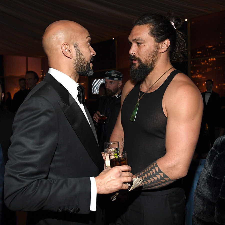 Is it hot in here? Jason was later spotted talking to <strong>Keegan-Michael Key</strong> very much less his green velvet blazer.