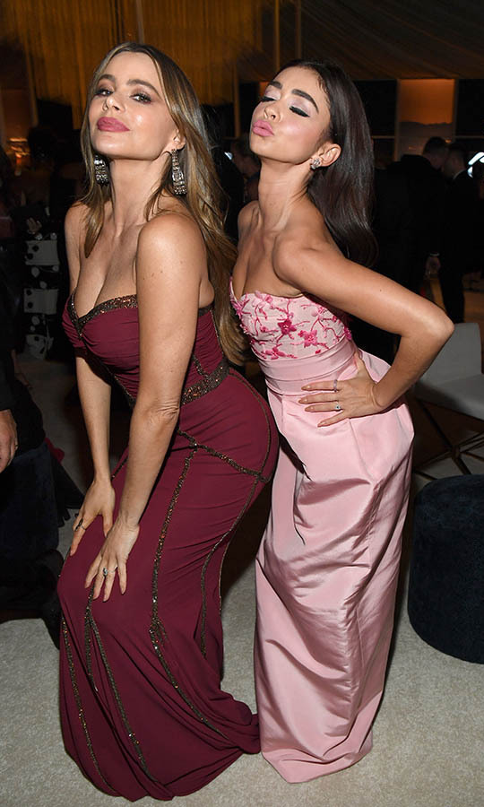 <a href=/tags/0/sofia-vergara><strong>Sofia Vergara</a></strong> and <em>Modern Family</em> co-star <a href=/tags/0/sarah-hyland><strong>Sarah Hyland</strong></a> struck matching poses at the 2020 InStyle and Warner Bros. 77th Annual Golden Globe Awards post-party! <p> Photo: © Kevin Mazur/Getty Images for InStyle