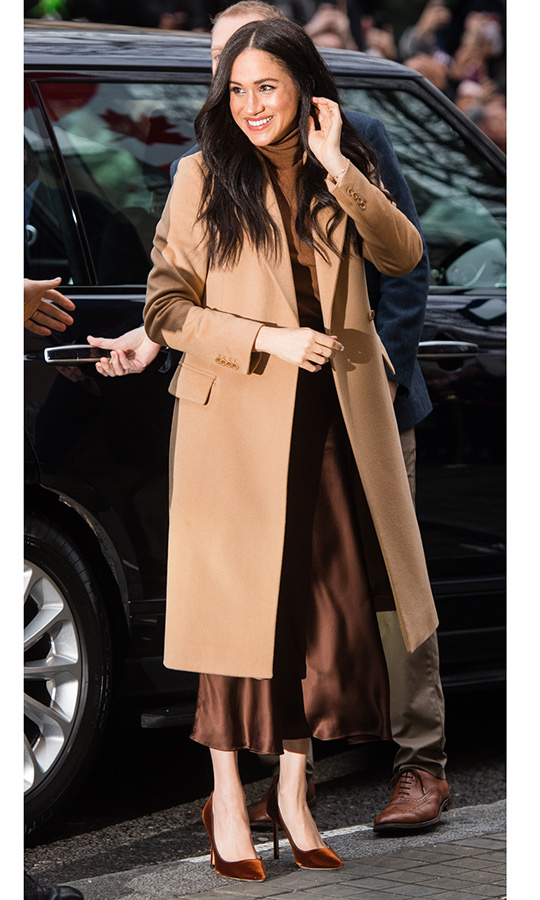 Meghan arrived looking absolutely gorgeous in a tan overcoat, brown turtleneck with matching <a href=/tags/0/massimo-dutti>Massimo Dutti</a></strong> skirt and similarly-coloured <strong><a href=/tags/0/jimmy-choo>Jimmy Choo</a></strong> heels.