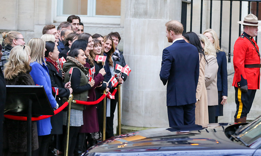They took some time to chat with well-wishers, many of whom are probably Canadian ex-patriates living in London, before heading inside.