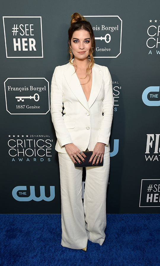 <strong>Annie Murphy</strong> sported a white suit with black clutch. <p> Photo: &copy; Michael Kovac/Getty Images for Champagne Collet