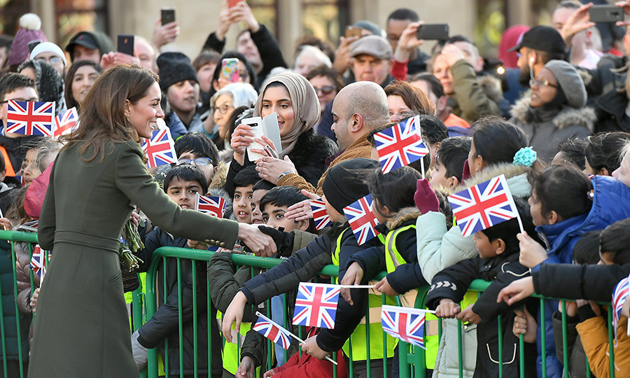 Kate was very keen to greet some of the royal watchers who were there to catch a glimpse of her and William!
