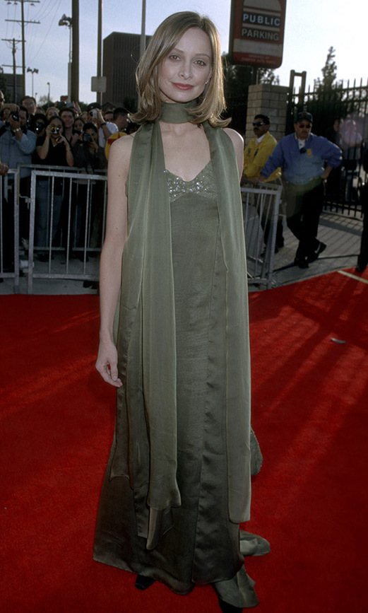 <h2>Calista Flockhart, 1998</h2><p> Rather than a necklace, <strong>Calista Flockhart</strong> accessorized her green gown with a coordinating silk scarf to great effect. <p>Photo: © Jim Smeal/Ron Galella Collection via Getty Images
