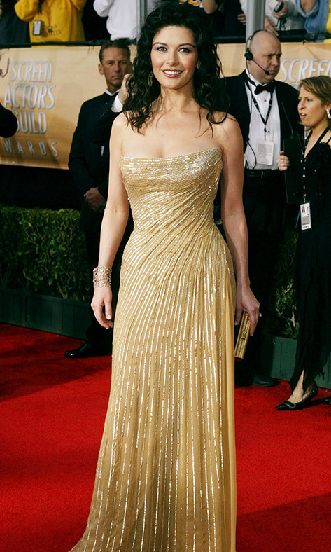 "<h2>Catherine Zeta-Jones, 2004</h2><p><a href=""https://ca.hellomagazine.com/tags/0/catherine-zeta-jones""><strong>Catherine Zeta-Jones</strong></a> looked gorgeous in gold at the 10th Annual Screen Actors Guild Awards. <p>Photo: © Carlo Allegri/Getty Images"