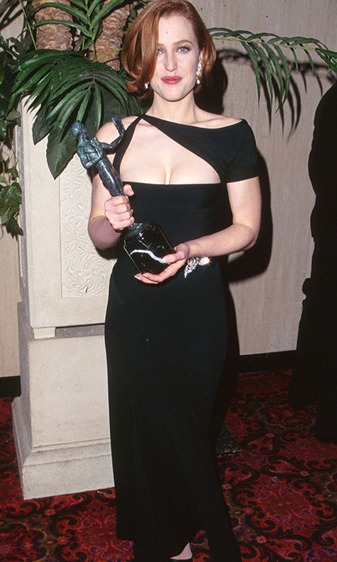 <h2>Gillian Anderson, 1997 </h2><p>No necklace was necessary thanks to the interesting asymmetrical neckline on <strong>Gillian Anderson</strong>'s black gown. <p>Photo: © SGranitz/WireImage