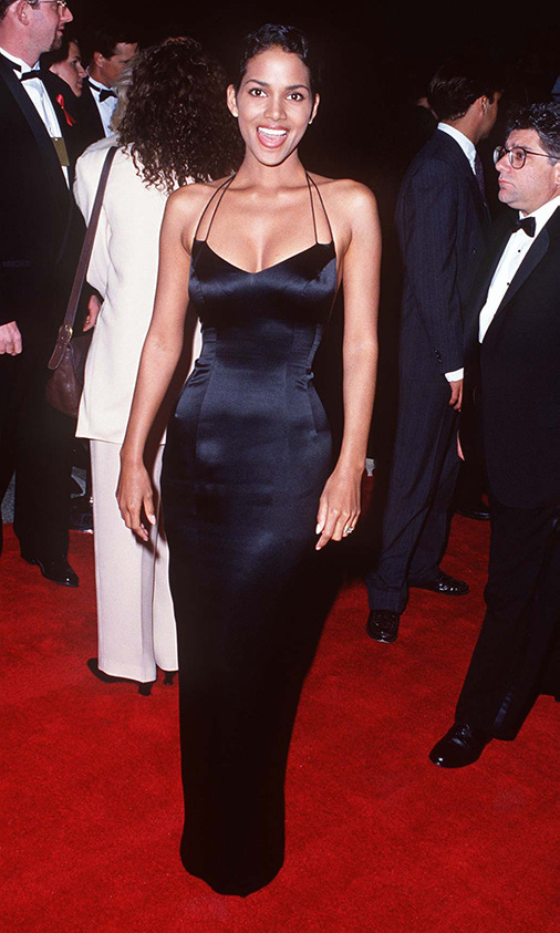 "<h2>Halle Berry, 1995 </h2><p><a href=""https://ca.hellomagazine.com/tags/0/halle-berry""><strong>Halle Berry</strong></a> looked sensational in a fitted black gown with double straps. <p>Photo: © SGranitz/WireImage"