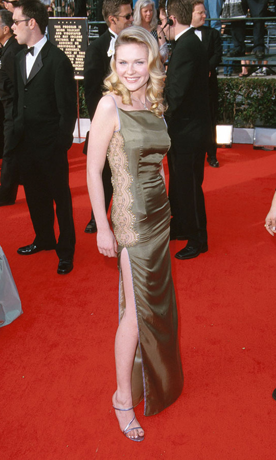 "<h2>Kirsten Dunst, 2000</h2><p><a href=""https://ca.hellomagazine.com/tags/0/kirsten-dunst""><strong>Kirsten Dunst</strong></a> showed it is all about the details in her green dress with embellished lace side panel. <p>Photo: © Sam Levi/WireImage"