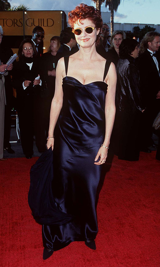 "<h2>Susan Sarandon, 1996</h2><p><a href=""https://ca.hellomagazine.com/tags/0/susan-sarandon""><strong>Susan Sarandon</strong></a> added a surprise accessory – sunglasses! – to her navy gown at the 2nd Annual Screen Actors Guild Awards. <p>Photo: © SGranitz/WireImage"