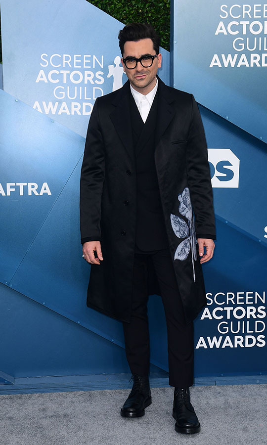 <a href=/tags/0/dan-levy><strong>Dan Levy</strong></a> updated a classic tux with a longline blazer with contrasting detail. <p>Photo: &copy; FREDERIC J. BROWN/AFP via Getty Images