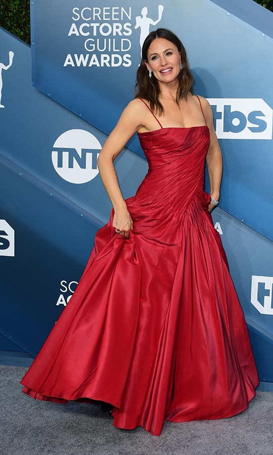 <a href=/tags/0/jennifer-garner><strong>Jennifer Garner</strong></a> struck a pose in a full red gown. <p>Photo: &copy; FREDERIC J. BROWN/AFP via Getty Images