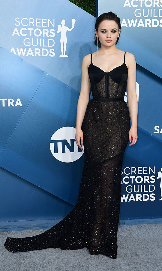 <strong>Joey King</strong> oozed elegance in a shimmering black lace gown. <p> Photo: &copy; FREDERIC J. BROWN/AFP via Getty Images