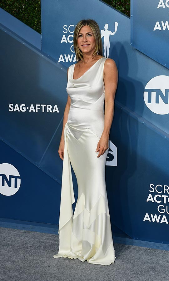 <a href=/tags/0/jennifer-aniston><strong>Jennifer Aniston</strong></a> looked effortless and elegant in a silky off-white gown.<p>Photo: &copy; FREDERIC J. BROWN/AFP via Getty Images