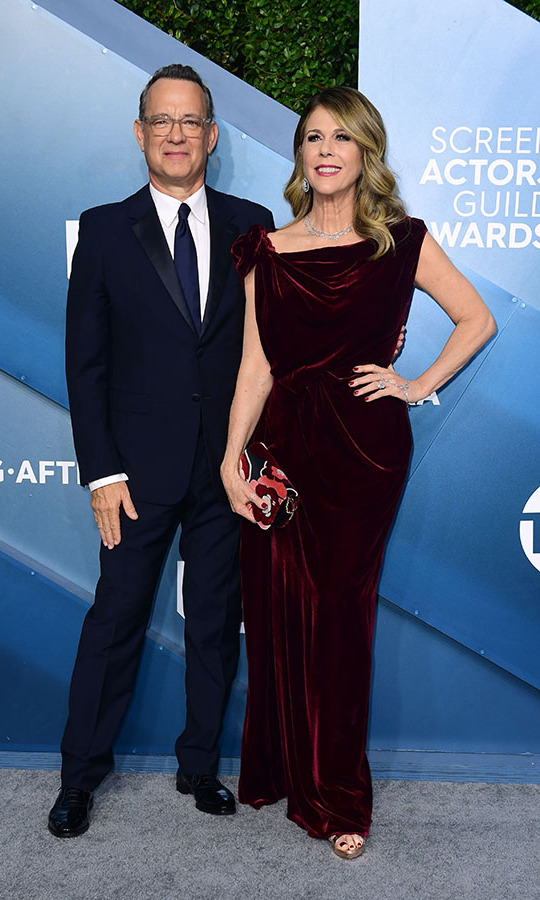 <a href=/tags/0/tom-hanks><strong>Tom Hanks</strong></a> and wife <a href=/tags/0/rita-wilson><strong>Rita Wilson</strong> </a> were one chic pair! <p>Photo: &copy; FREDERIC J. BROWN/AFP via Getty Images