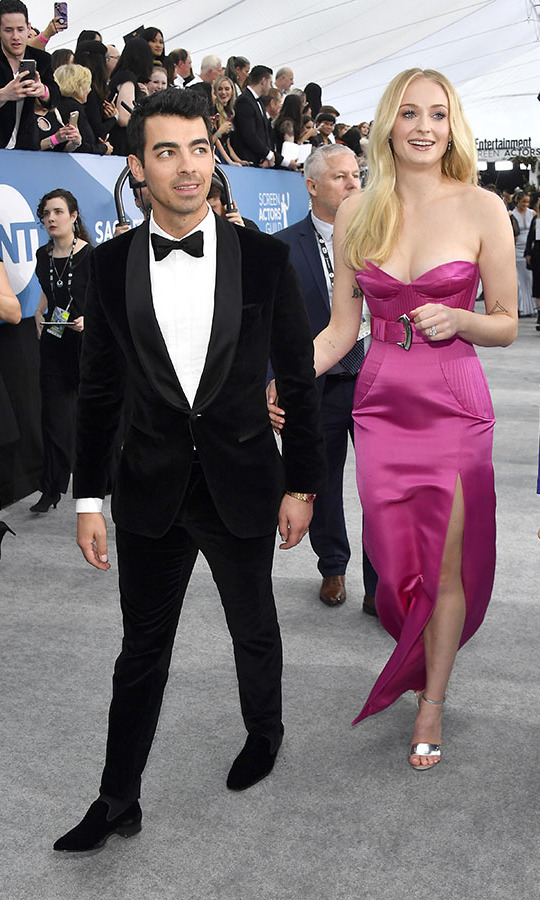 All eyes were on <a href=/tags/0/joe-jonas><strong>Joe Jonas</strong></a> and <a href=/tags/0/sophie-turner><strong>Sophie Turner</a></strong> as they arrived at the 2020 SAG Awards with their arms linked. <p>Photo: &copy; Frazer Harrison/Getty Images