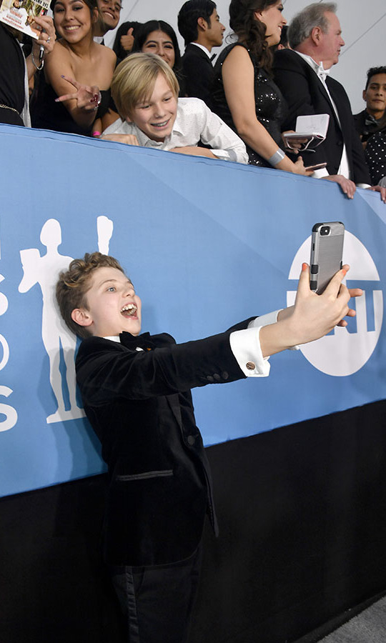 Smile! <i>Jojo Rabbit</i> star <strong>Roman Griffin Davis</strong> took a selfie with fans on the SAG Awards red carpet. <p>Photo: &copy; Frazer Harrison/Getty Images