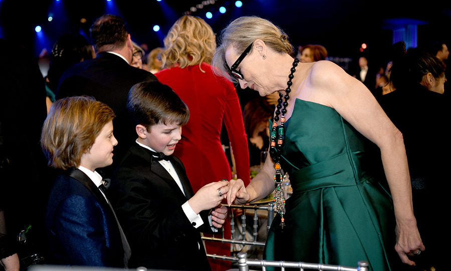 <strong>Cameron Crovetti</strong> and <strong>Iain Armitage</strong> appear to be inspecting <a href=/tags/0/meryl-streep><strong>Meryl Streep</strong></a>'s jewellery. We can understand their interest. The actress looked beautiful with her statement accessories and green strapless gown. <p>Photo: &copy; Morgan Lieberman/Getty Images