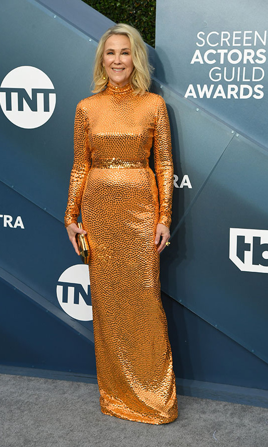 <a href=/tags/0/schitts-creek><em><strong>Schitt's Creek</strong></em></a>'s <a href=/tags/0/catherine-ohara><strong>Catherine O'Hara</strong></a> stole the show in a vivid coppery orange gown. <p>Photo: &copy; Jeff Kravitz/FilmMagic