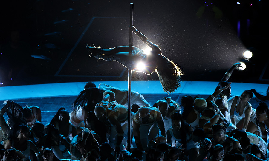 At one point, J.Lo showed off some of her pole dancing moves, which drew lots of attention in <i>Hustlers</i> last year. Her strength is incredible and the crowd went crazy for her moves!