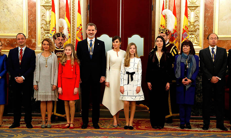 Once inside the lower house of parliament, the Spanish royals shed their coats to reveal their sophisticated ensembles. <p>Photo: &copy; JAVIER LIZON/POOL/AFP via Getty Images